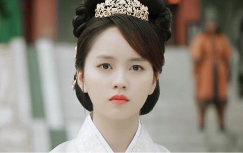トッケビ キャスト 王妃